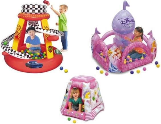 Немного больше места занимает игровой боулинг для детей производства Freetime (800х2200 мм).  Процесс сбивания.